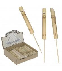 Flauta pequeña de bambú con palo